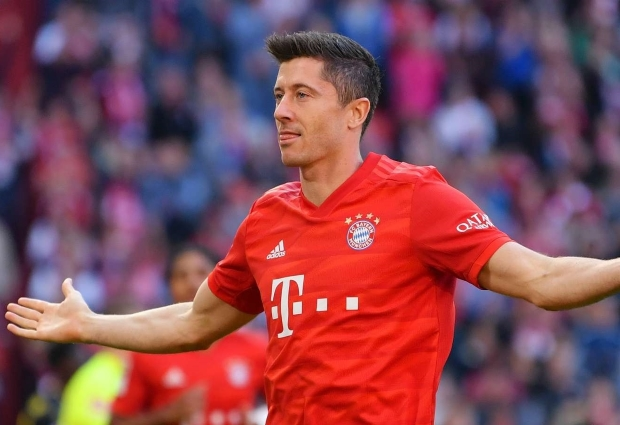 Bayern Munich 4 -0 Cologne: Lewandowski scores two more as Coutinho opens account