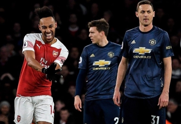 Arsenal 2 -0 Manchester United: Aubameyang on the spot as Gunners strike huge top-four blow