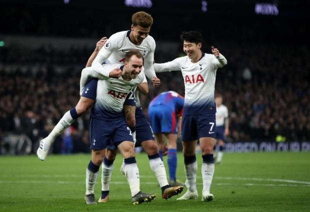 Tottenham 2-0 Crystal Palace: Spurs open new stadium with routine win