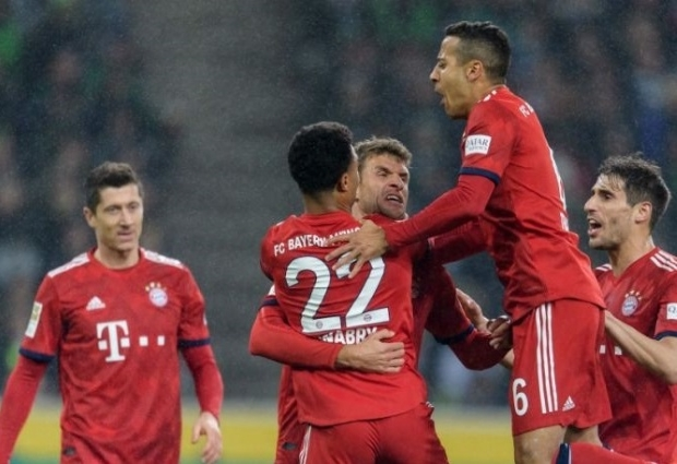 Borussia Monchengladbach 1 -5 Bayern Munich: Kovac's side pull level with Dortmund at summit