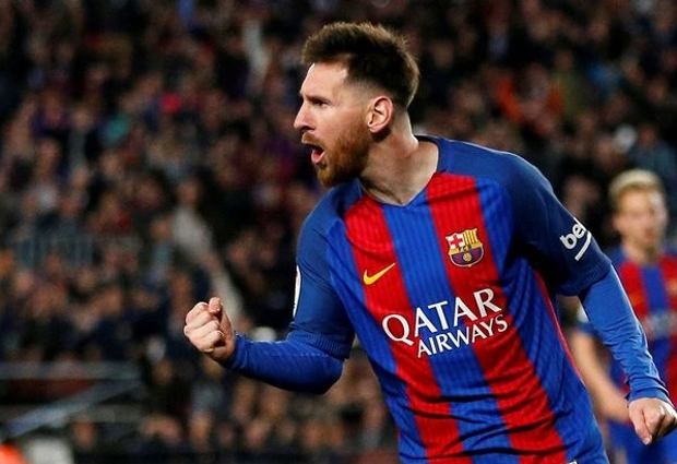 Barcelona 4 -2 Sevilla: Messi injured but champions go top