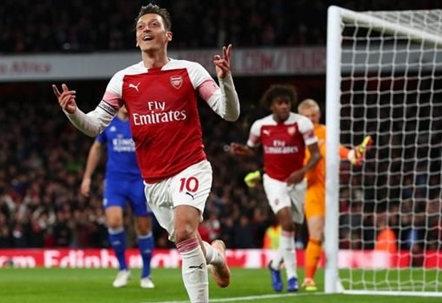 Arsenal 3 -1 Leicester City: Outstanding Ozil inspires comeback win