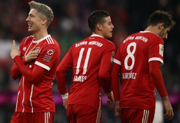 Bayern Munich 3 -0 Augsburg: Lewandowski double sends leaders six points clear