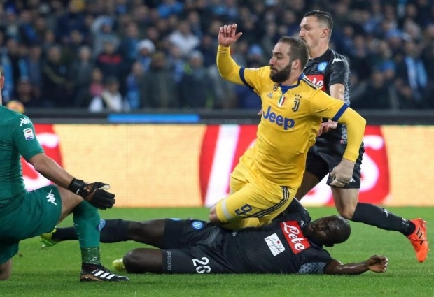Napoli 0 -1 Juventus: Gonzalo Higuain sinks Serie A leaders with his fifth goal in five games against his old club