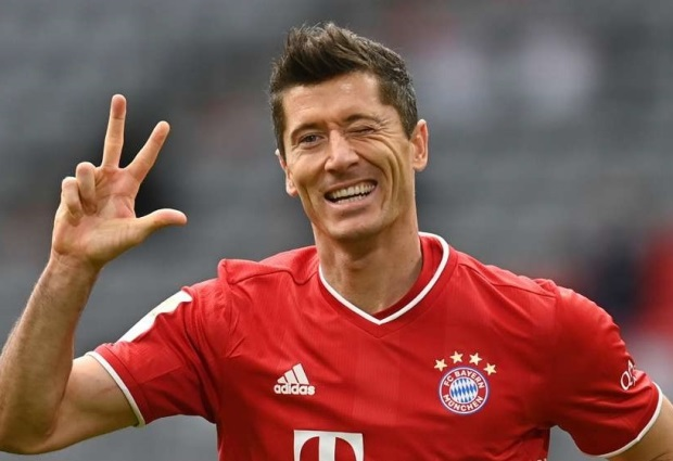 Bayern Munich 5-0 Eintracht Frankfurt: Lewandowski hat-trick and Sane stunner clinch resounding Bundesliga win