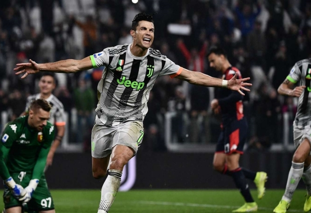 Juventus 2 -1 Genoa: Ronaldo penalty gives 10-man champions late winner