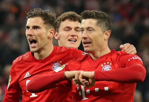 Bayern Munich 5 -0 Schalke: Rampant win sees Bundesliga champions close the gap