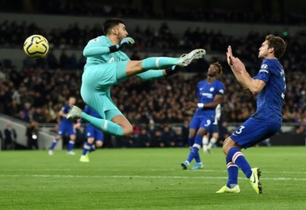 Tottenham 0 -2 Chelsea: Willian double sees Lampard past mentor Mourinho
