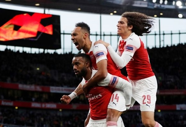 Arsenal 3 -1 Valencia: Lacazette brace turns first leg on its head