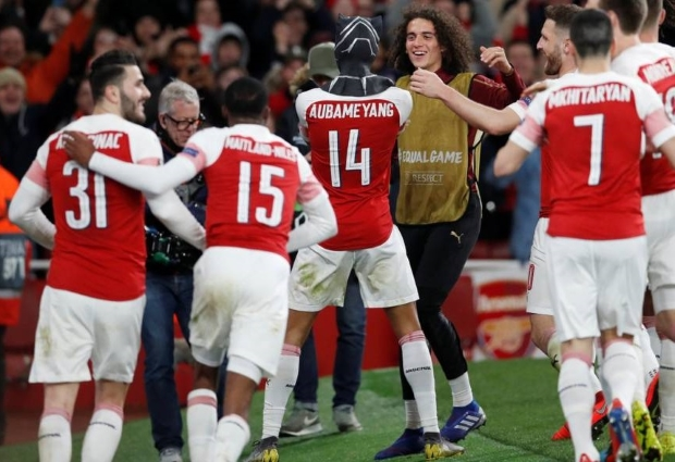Arsenal 3 -0 Rennes: Aubameyang brace sends Gunners through