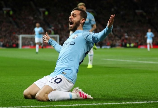Manchester United 0 -2 Manchester City: Silva & Sane send visitors back to summit