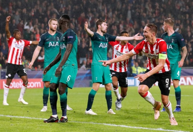 PSV 2 -2 Tottenham: De Jong snatches draw after Lloris red