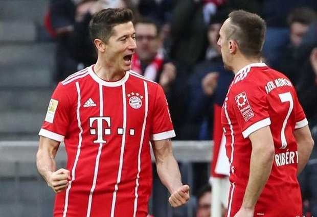 Bayern Munich 6 -0 Borussia Dortmund: Lewandowski nets three as Bundesliga leaders run riot