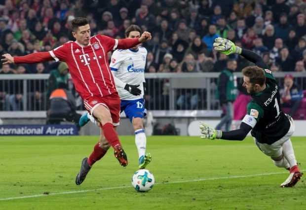 Bayern Munich 2 -1 Schalke: Robert Lewandowski matches manager Jupp Heynckes' Bundesliga record of scoring in first 11 home games of the season