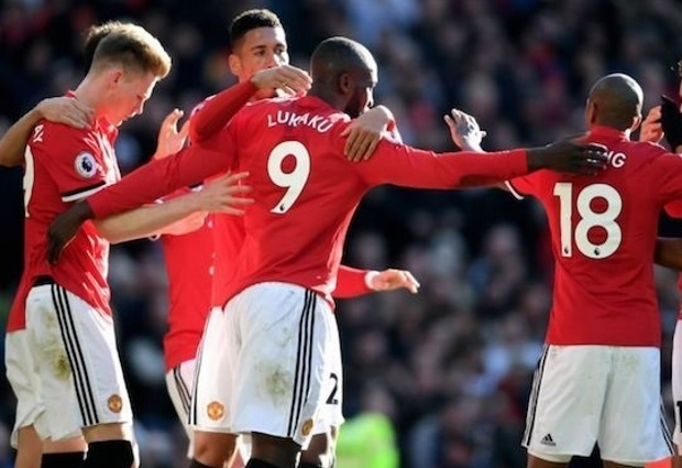Manchester United 2 -1 Chelsea: Lukaku and Lingard complete Old Trafford comeback